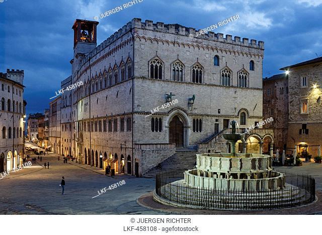 Fontana Maggiore, fountain, Palazzo Comunale, town hall, Piazza 4 Noviembre, square, Corso Vanucci, street, from the stairs to Duomo San Lorenzo, Perugia