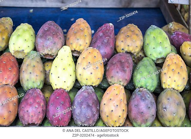 Ortygia (Siracusa), Sicily: Outdoor Market Stalls and Shoppers. Prickly pears on sale