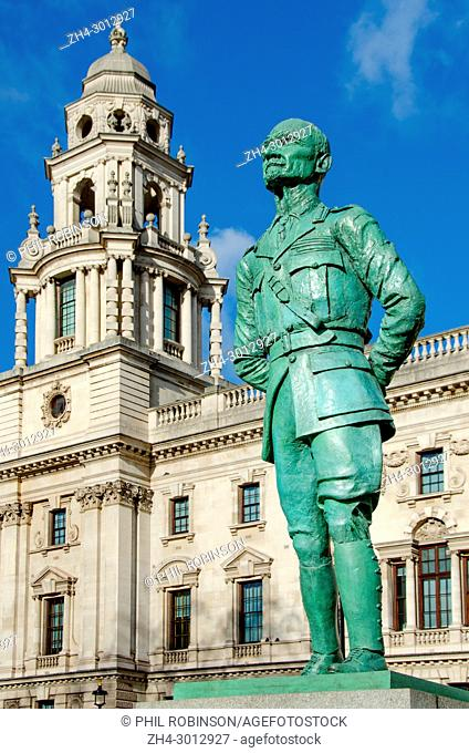 London, England, UK. Statue (1956; Jacob Epstein) of Field Marshal Jan Christian Smuts (1870-1950) in Parliament Square - restored 2017 to original green finish