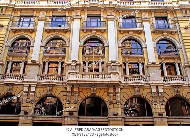 Windows, building of the Col·legi d'Enginyers Industrials de Catalunya (Industrial Engineers' association), 1929, architect Antoni Ferrater, Barcelona