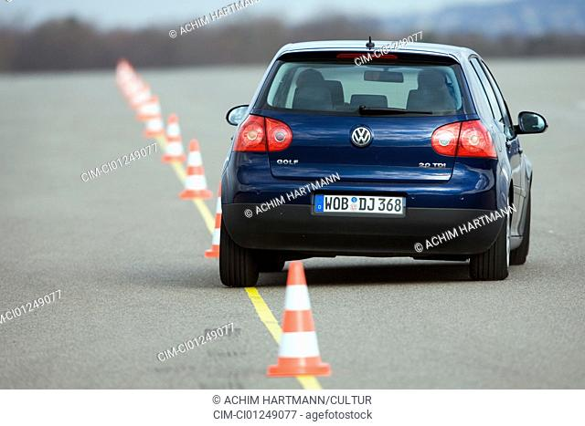 VW Volkswagen Golf GT 2.0 TDI, dark blue, model year 2005-, driving, diagonal from the back, rear view, Pilonen, Test track
