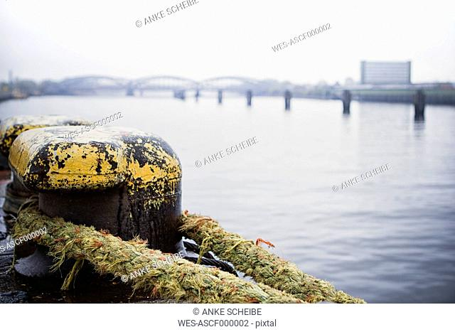 Germany, Hamburg, Old Warehouse District, Pollard with rope, old Elb brigdes in the background