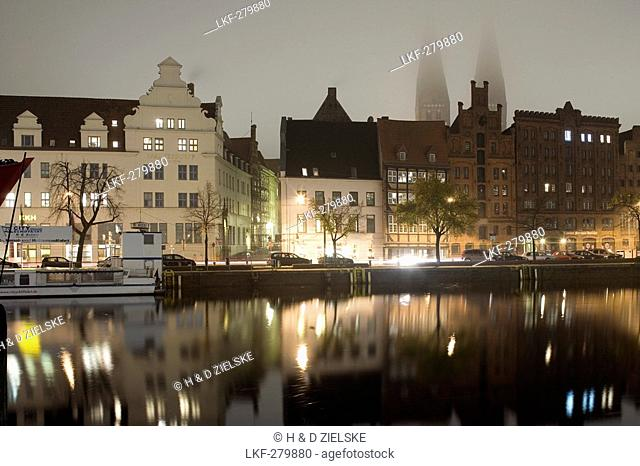 Holsten harbour at the Untertrave with St. Mary's church, Marienkirche, Unesco World Heritage, Hanseatic city of Luebeck, Schleswig-Holstein, Germany, Europe