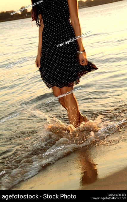 """Young woman taking an evening stroll along the Elbe, Elbstrand, ™velg""""nne"""