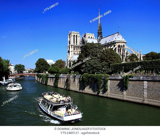 Notre Dame de Paris and the River Seine, Paris, France, Europe