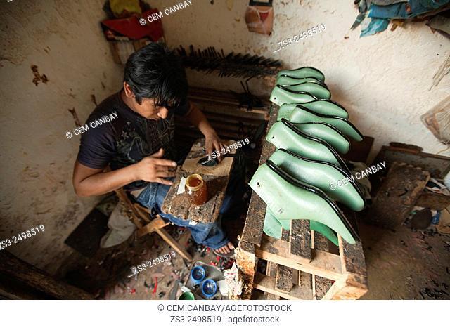 Shoemaker in a atelier, Ticul, Yucatan Peninsula, Mexico, Central America