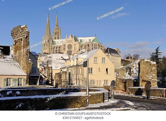 Porte Guillaume and Cathedral in the background, Chartres in winter, Eure-et-Loir department, Centre region, France, Europe