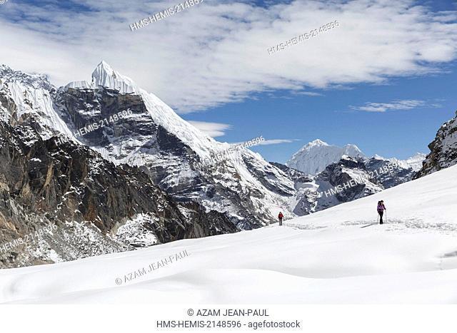 Nepal, Sagarmatha National Park, listed as World Heritage by UNESCO, Solu Khumbu District, climbers crossing the Cho La glacier and Lobuche peak