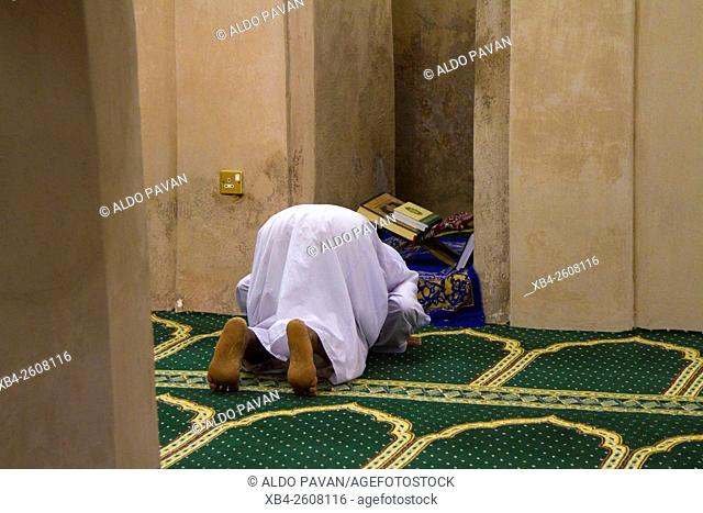 Oman, Jaalan Bani Bu Ali, old mosque, man praying