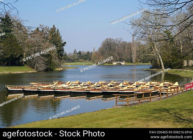 05 April 2020, Saxony-Anhalt, Wörlitz: Panoramic view over the gondola landing stage in the Wörlitz Park, the world cultural heritage garden kingdom...