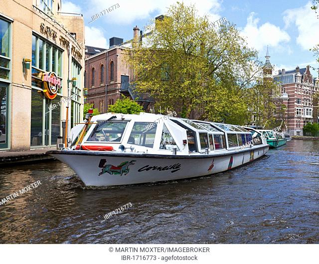 Excursion boat in front of the Hard Rock Cafe on the Stadhouderskade, Amsterdam, Holland, Netherlands, Europe