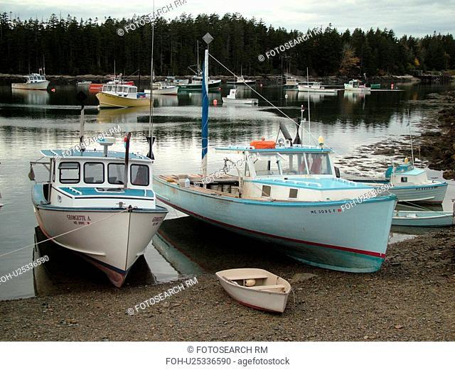 Winter Harbor, ME, Maine, Mount Desert Island, Atlantic Ocean, Frenchman Bay, lobster boats, low tide
