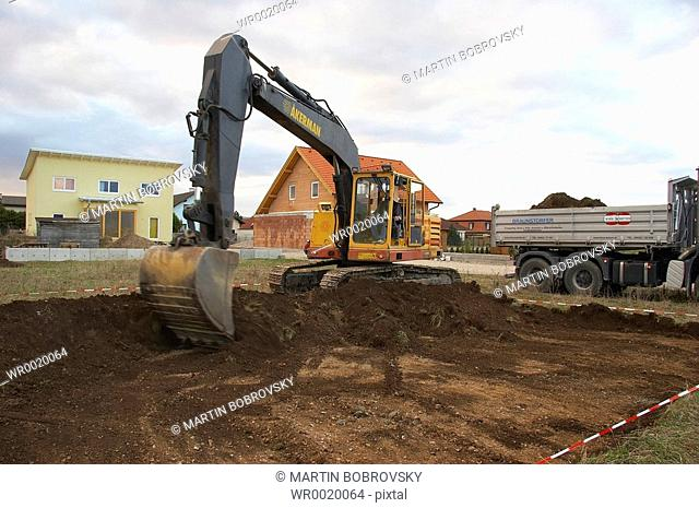 digger / excavator / excavation of basement