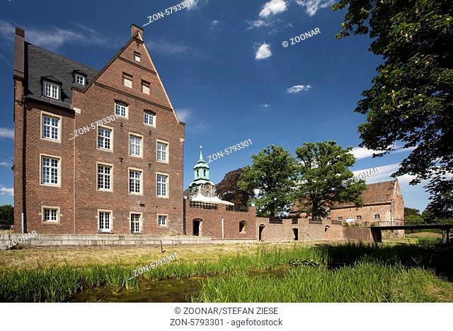 Einst war Schloss Diersfordt in Wesel eine der bedeutensten Burganlagen im Herzogtum Kleve. Neben dem Schloss steht die 1774 bis 1780 im Stile des Rokoko...