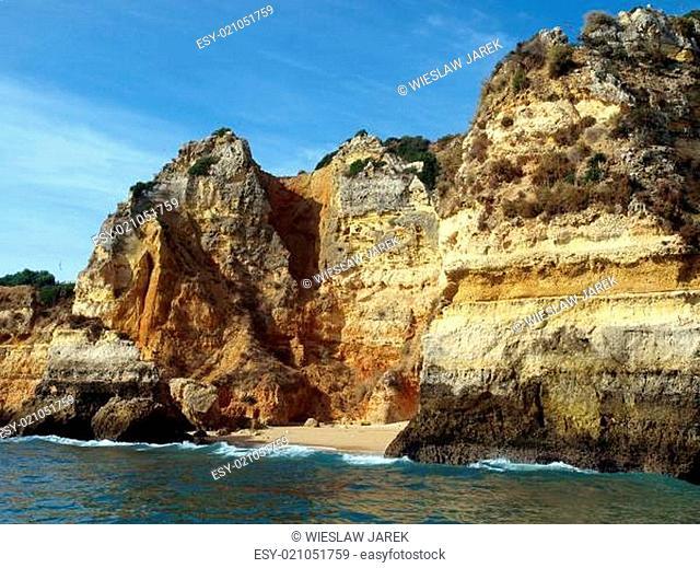 Alagarve coast between Lagos and the Cap Vincent