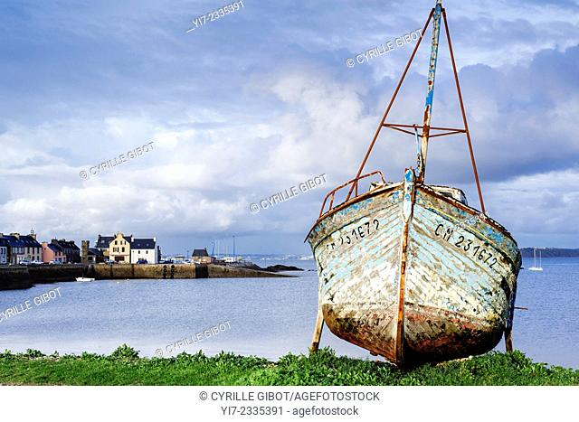 Fishing boat wreck, Crozon Peninsula, Finistere, France