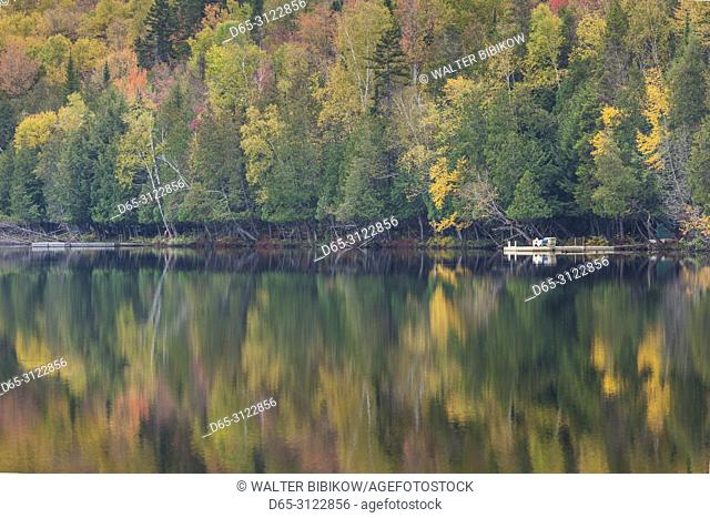 Canada, Quebec, The Laurentians, Mont Tremblant, Mont-Tremblant Village, Lac Ouimet, autumn