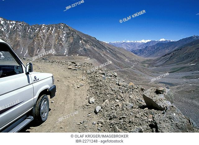 Car, road leading down from Kardung La or Khardung La or Khardung Pass, highest passable road in the world, to Nubra Valley, Ladakh, Jammu and Kashmir