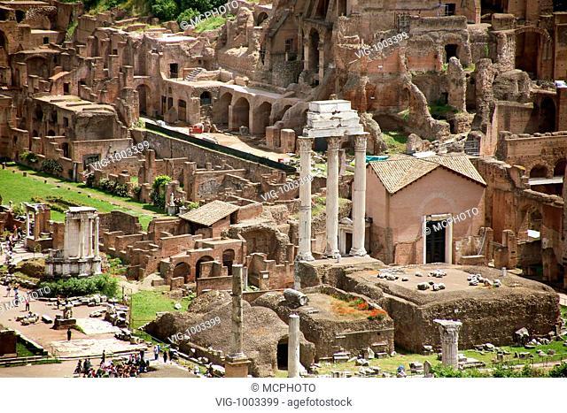Italy, Rome, Forum Romanum, view fron the Vittorio Emanuele II monument - Rom, Italien, 16/09/2008