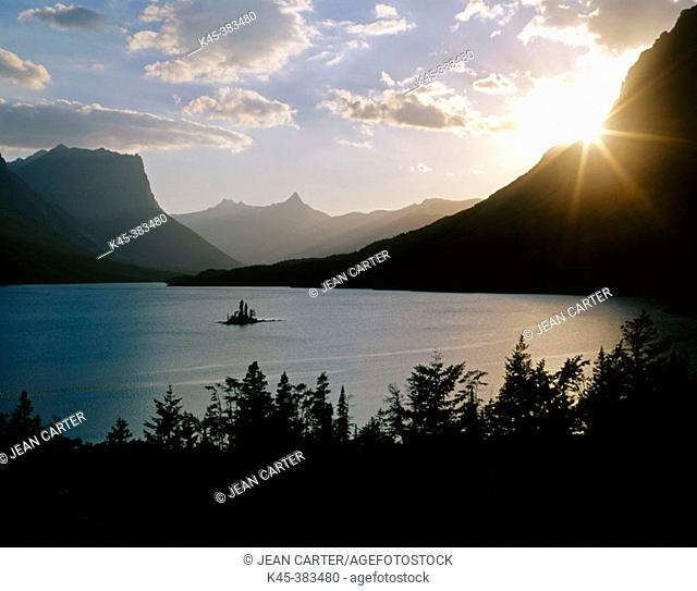 St. Mary Lake and Wildgoose Island at sunset, Glacier National Park, Montana, USA