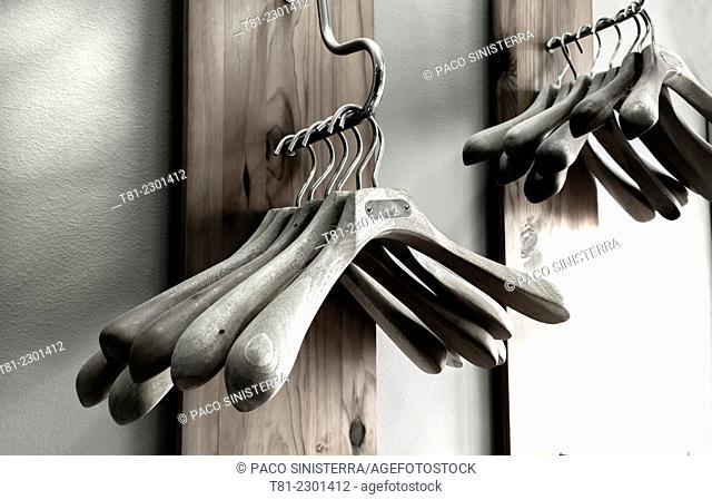 Exhibitor hangers, Granada