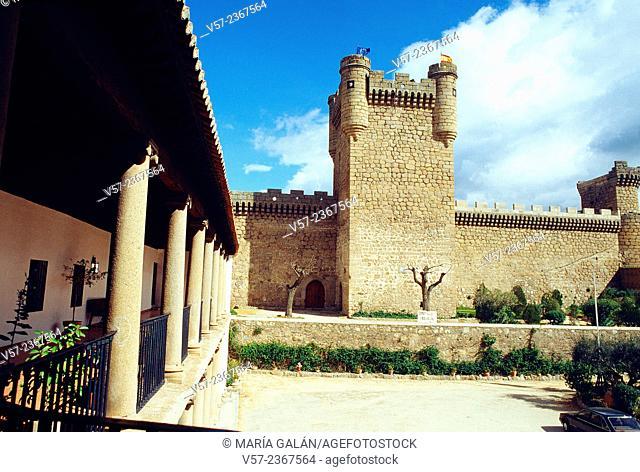 Parador and castle. Oropesa, Toledo province, Castilla La Mancha, Spain