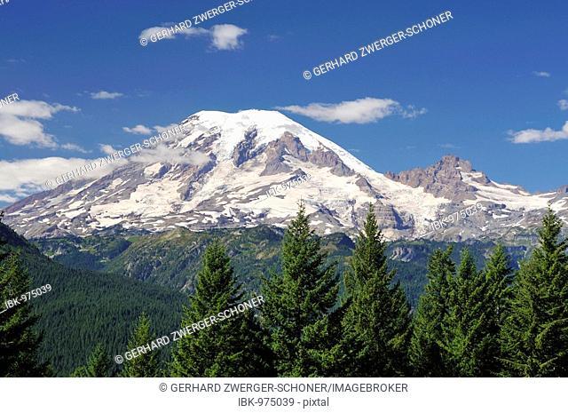 Glaciated crest of Mount Rainier, Mt. Rainier National Park, Washington, USA