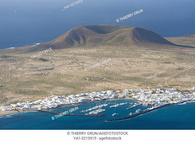 Spain, Canary islands, Lanzarote, Graciosa island and Caleta del Sebo, viewed from Mirador del Rio