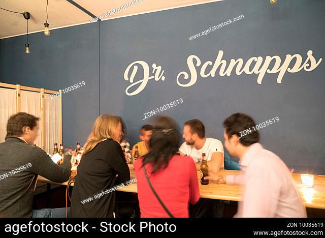 Dachbar Dr. Schnapps in Porto, 22.10.2016, Foto: Robert B. Fishman