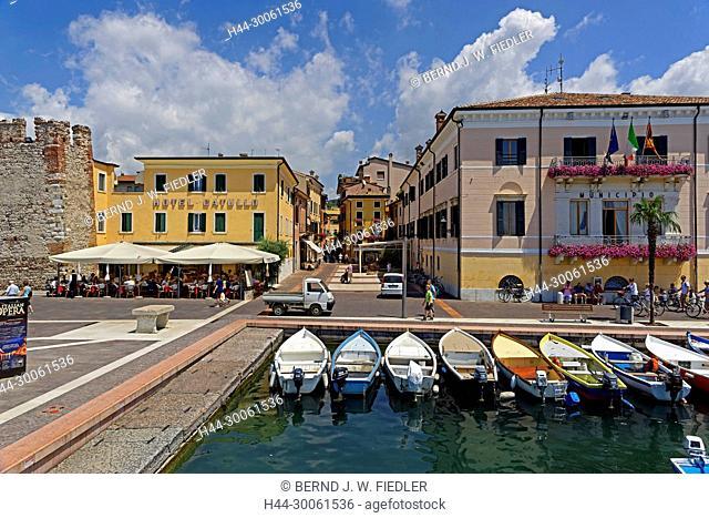 Europe, Italy, Veneto Veneto, Bardolino, Lungolago Francesco Lenotti, bank promenade, Gardasee, harbour, place of interest, tourism, person, people, trees