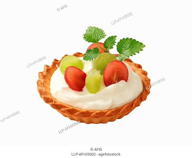 Small cream tart topped with fresh grapes
