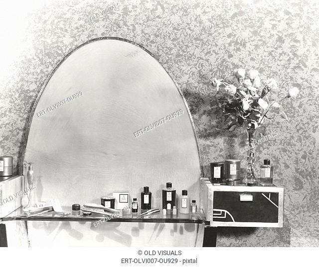 1930s vanity set (OLVI007-OU929-F)
