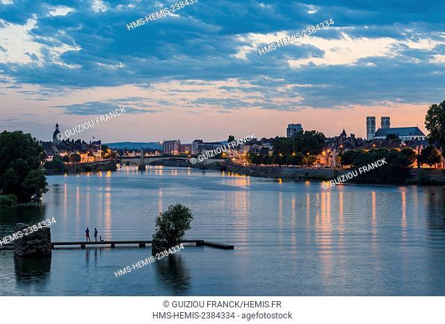 France, Saone et Loire, Chalon sur Saone, Saint Laurent island and the banks of the Saone river