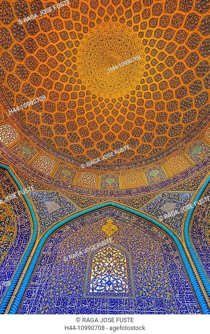 Iran, Esfahan City, Naqsh-e Jahan Square, Sheikh Lotfollah Mosque, interior