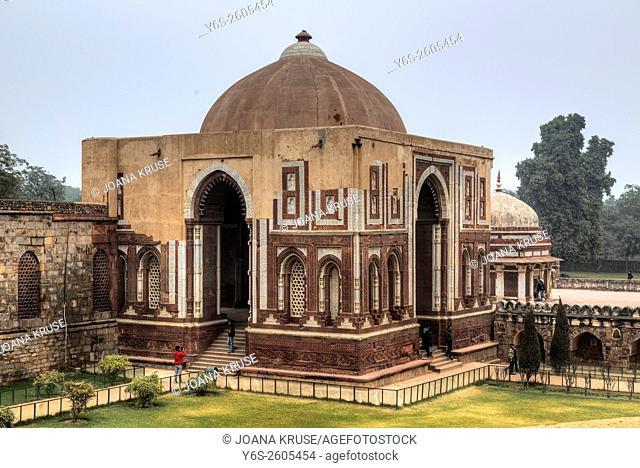 Qutb Minar, Tomb of Imam Zamin, Delhi, India, Asia