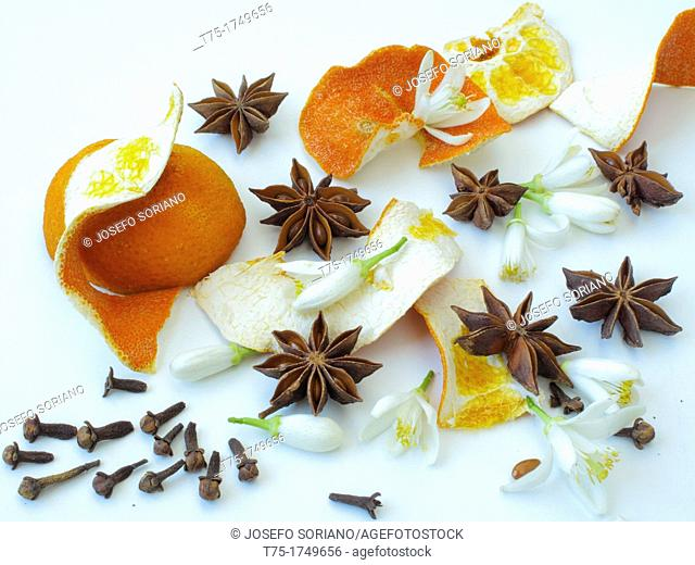 Dehydrated Orange, cloves, orange blossom and star anis