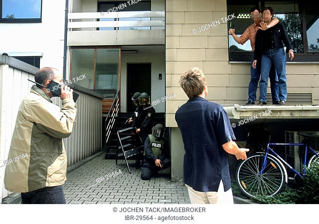 DEU, Germany: Negotiation group, they talk to hostage takers or other criminals or armed suicides. SWAT Team stays on stand by