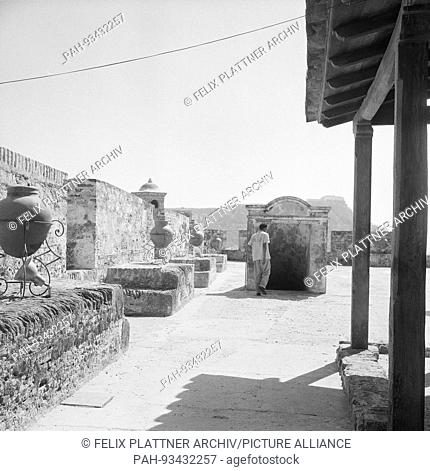 Top platform with Wehrgangs, Cartagena (Bolivar), Columbia, 1958. | usage worldwide. - Cartagena (Bolivar)/Colombia