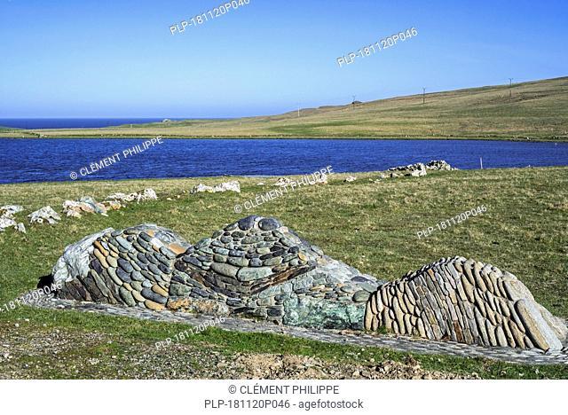 Geowall on the shores of Loch of Funzie, geology wall on the island Fetlar, Shetland Islands, Scotland, UK
