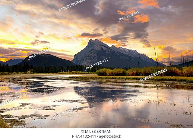 Mount Rundle and Vermillion Lakes at Sunrise, Banff National Park, UNESCO World Heritage Site, Alberta, Rocky Mountains, Canada, North America