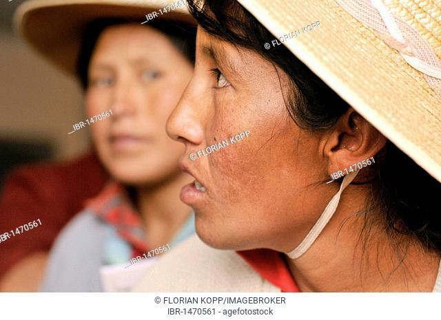 Women in Bolivian Altiplano highlands, Departamento Oruro, Bolivia, South America