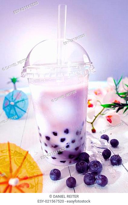 Bubble tea with berries