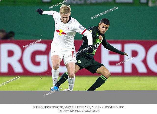 firo: 30.10.2019, Fuvuball, DFB Pokal Round 2. 2019/2020, VfL Wolfsburg - RB Leipzig Emil Forsberg (RB Leipzig) in duels with William (VfL Wolfsburg) | usage...