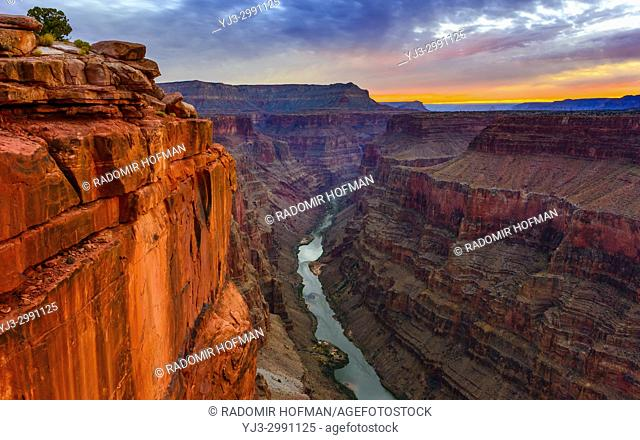 Toroweap Overlook at dawn, Grand Canyon National Park Arizona, USA. It's 3000 feet above the Colorado River, straight drop down from the top