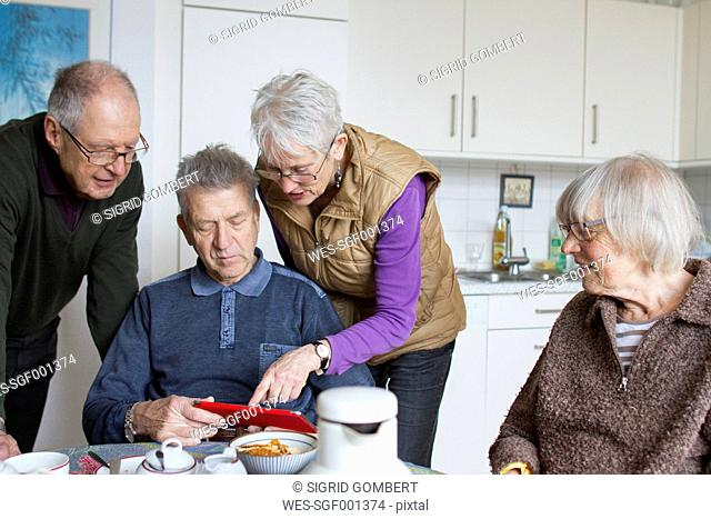 Seniors of a flat-sharing community using digital tablet