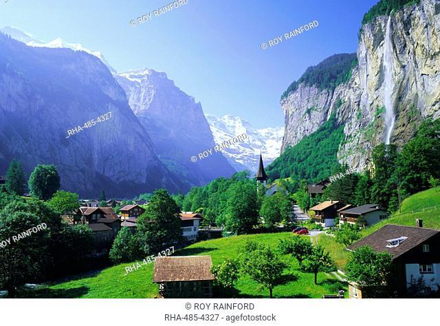 Lauterbrunnen and Staubbach Falls, Jungfrau region, Swiss Alps, Switzerland, Europe