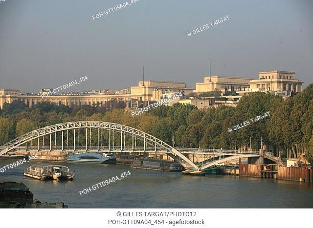 tourism, France, paris 16th arrondissement, palais de chaillot vu depuis le pont de l'alma passerelle debilly, the river seine Photo Gilles Targat