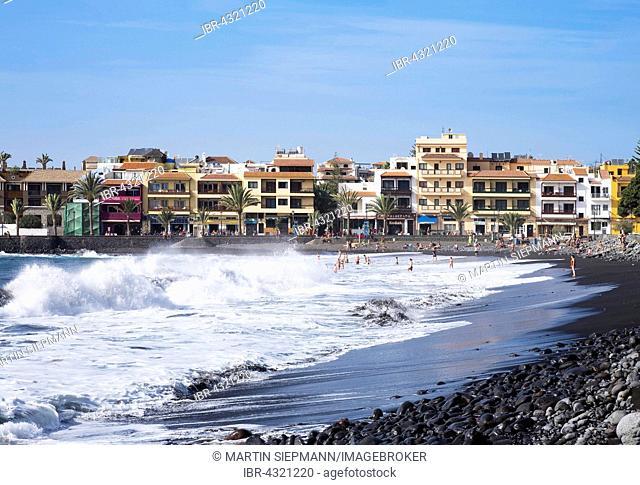 High surf on the beach, La Playa, Valle Gran Rey, La Gomera, Canary Islands, Spain