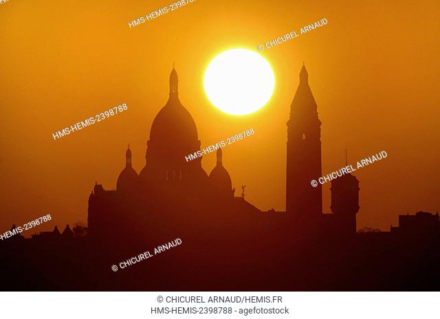 France, Paris, the Sacred Heart (Sacre Coeur) basilica on the hill of Montmartre at sunset