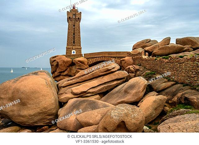 Ploumanac'h lighthouse (Mean Ruz lighthouse), pink granite coast, Route des Phares, (lighthouse route), Britanny, France